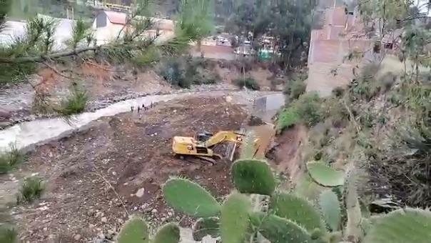 En  la ciudad de Lircay, provincia de Angaraes, Huancavelica, algunas viviendas corren riesgo ante el incremento del caudal del río.