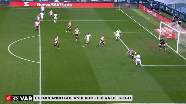 Karim Benzema consiguió marca el 2-1 para Real Madrid tras revisión en el VAR