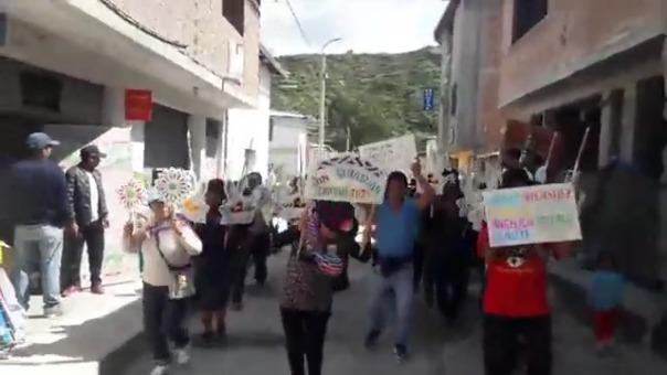 A pesar de la aglomeración, el alcalde distrital de Chipao justificó la realización de las actividades religiosas.