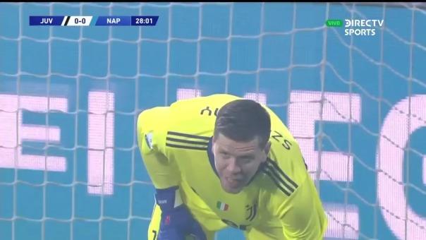 Wojciech Szczesny evitó el gol de Hirving Lozano