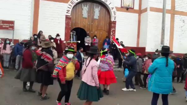 Festividad religiosa generó la aglomeración de personas frente al templo  de Chipao.