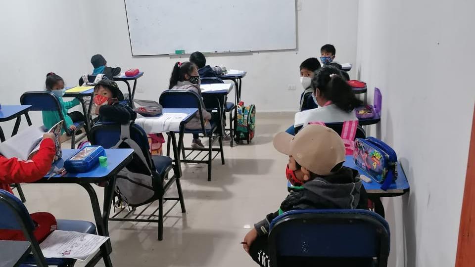 Los menores recibían las clases de manera presencial al interior de cuatro aulas.