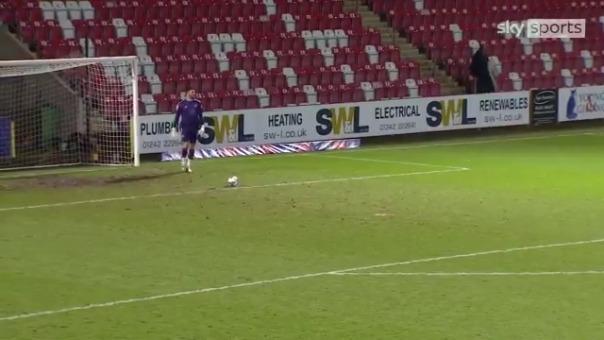 Gol de Tom King en la League Two de Inglaterra