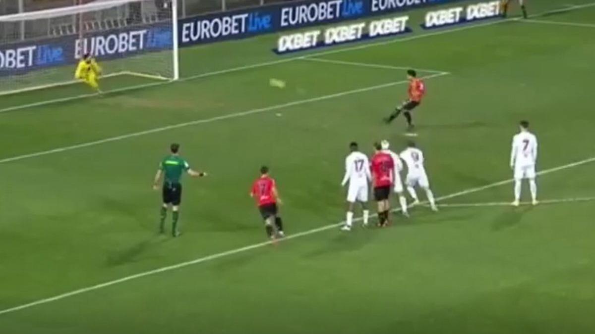 Así fue el gol del Benevento tras penal a Lapadula.