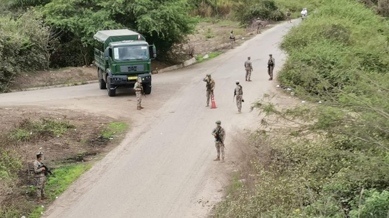 En algunos sectores, como puente La Sal, un grupo de ciudadanos venezolanos intentó ingresar, pero personal del Ejército realizó disparos al aire para disuadirlos.