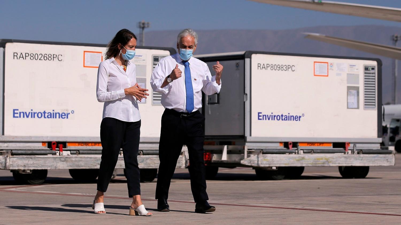 El presidente de Chile, Sebastián Piñera, recibió el cargamento de vacunas chinas Sinovac en el aeropuerto de Santiago (Chile).