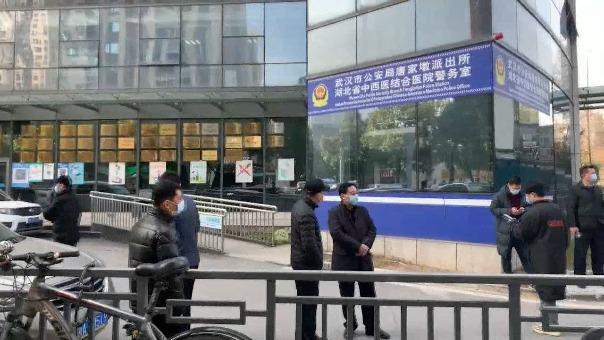 Los 14 expertos internacionales de la misión de la OMS se reunieron esta mañana por primera vez de forma presencial con sus colegas chinos.