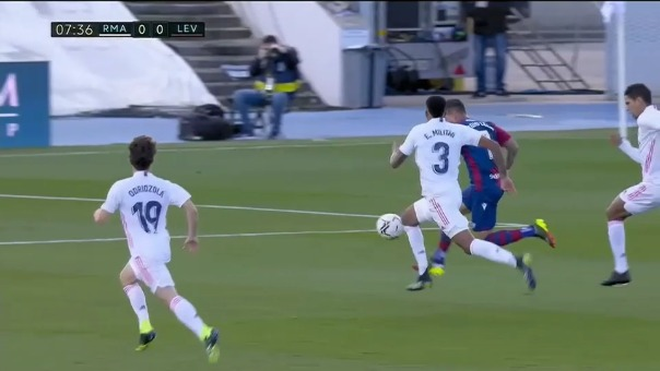 Éder Militao expulsado en el Real Madrid vs. Levante