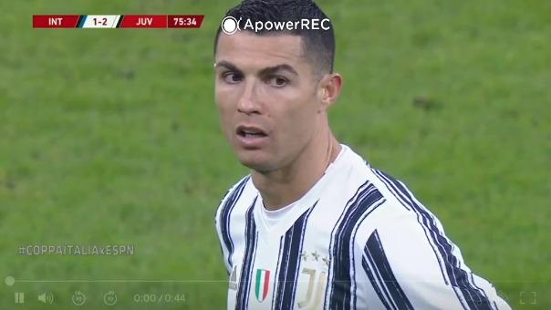 Cristiano Ronaldo se molestó tras ser cambiado en la Copa Italia.