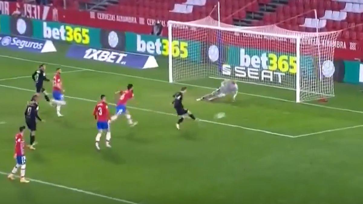 Este fue el gol de Frenkie de Jong en el Barcelona vs. Granada.