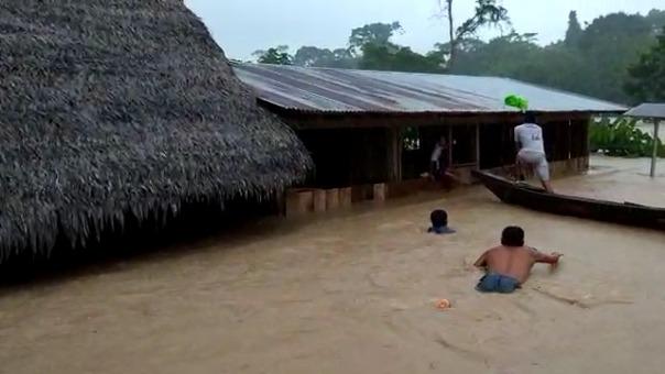 Varias viviendas terminaron bajo el agua por el desborde del río Yarapaga.