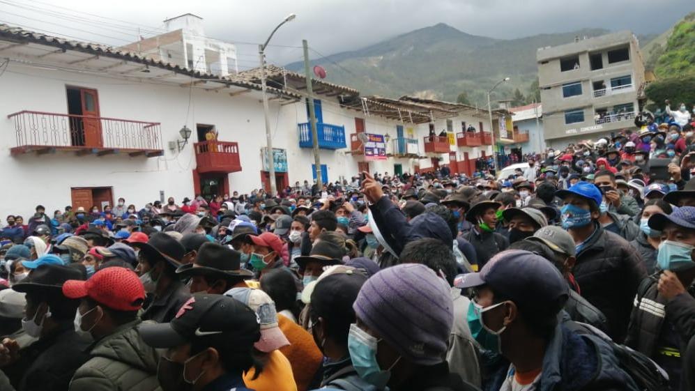 Pobladores continúan protestas en la municipalidad de Conchucos.