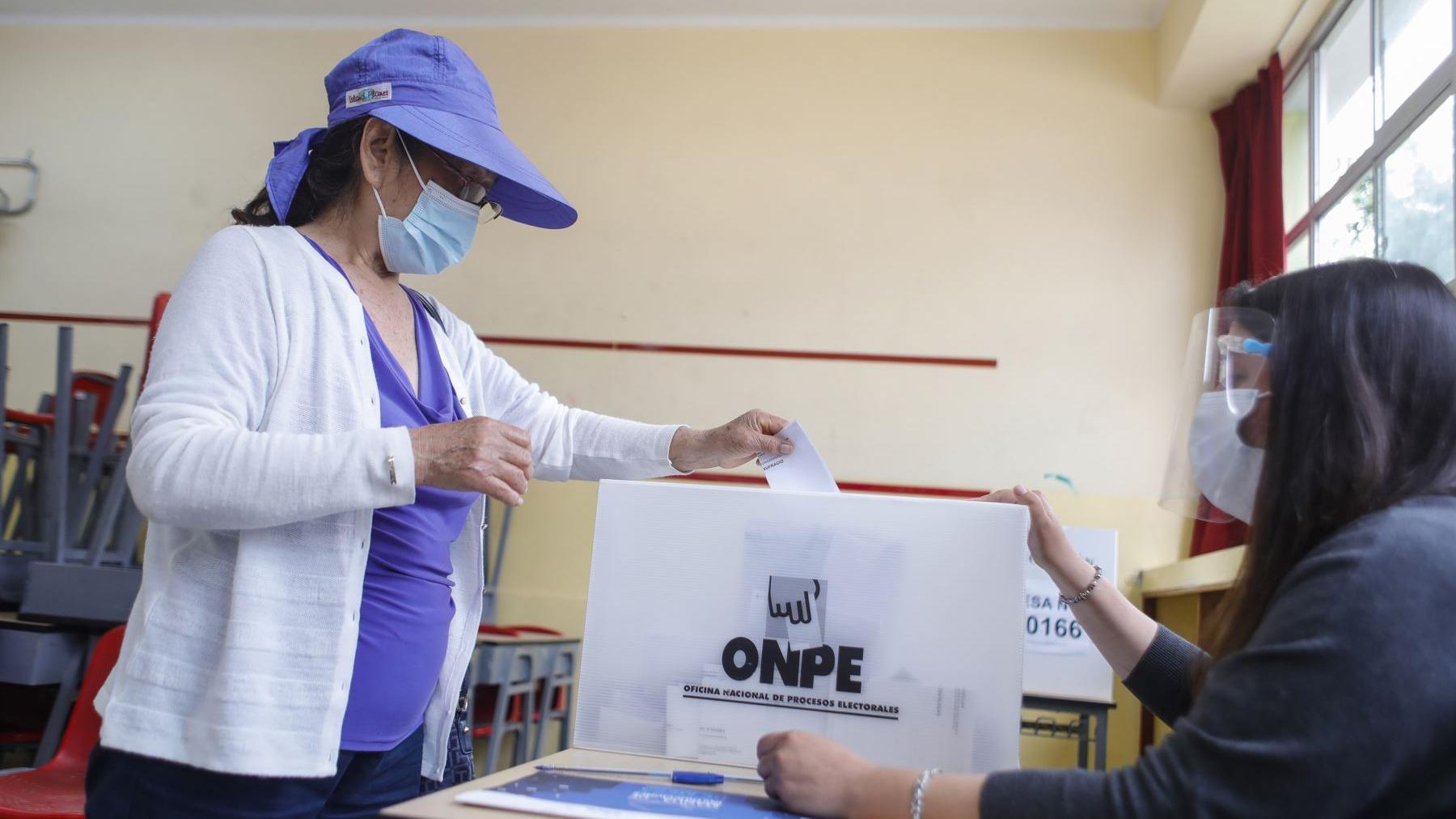 Entrevista a Piero Corvetto, jefe de la ONPE, sobre las elecciones generales del 11 de abril.