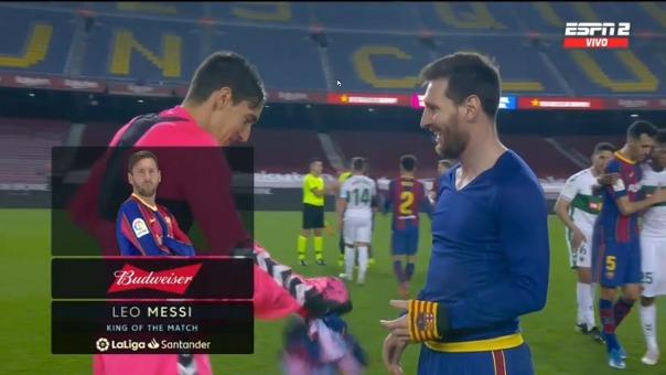 Lionel Messi y el arquero del Elche.