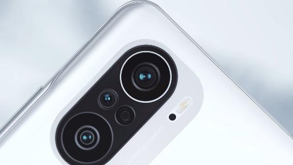 Redmi K40 cuenta con pantalla AMOLED con una frecuencia de actualización de 120 Hz.