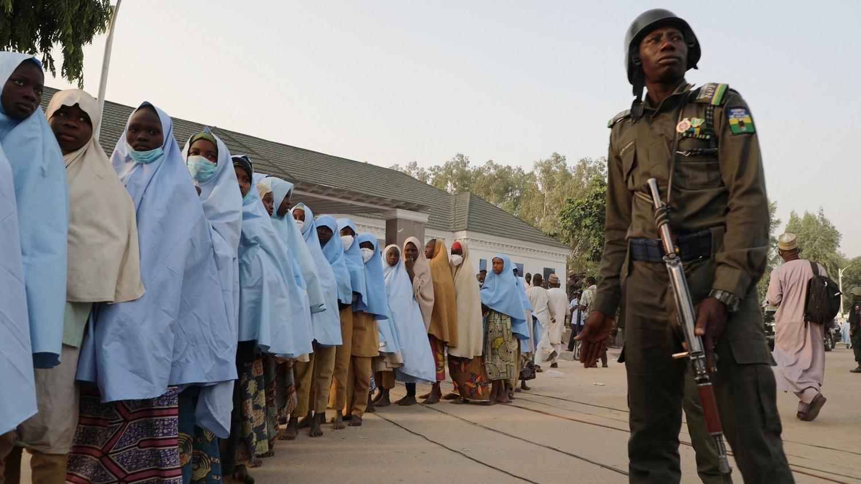 Las 279 niñas secuestradas en su internado en el norte de Nigeria han sido liberadas y se encuentran en instalaciones del gobierno.