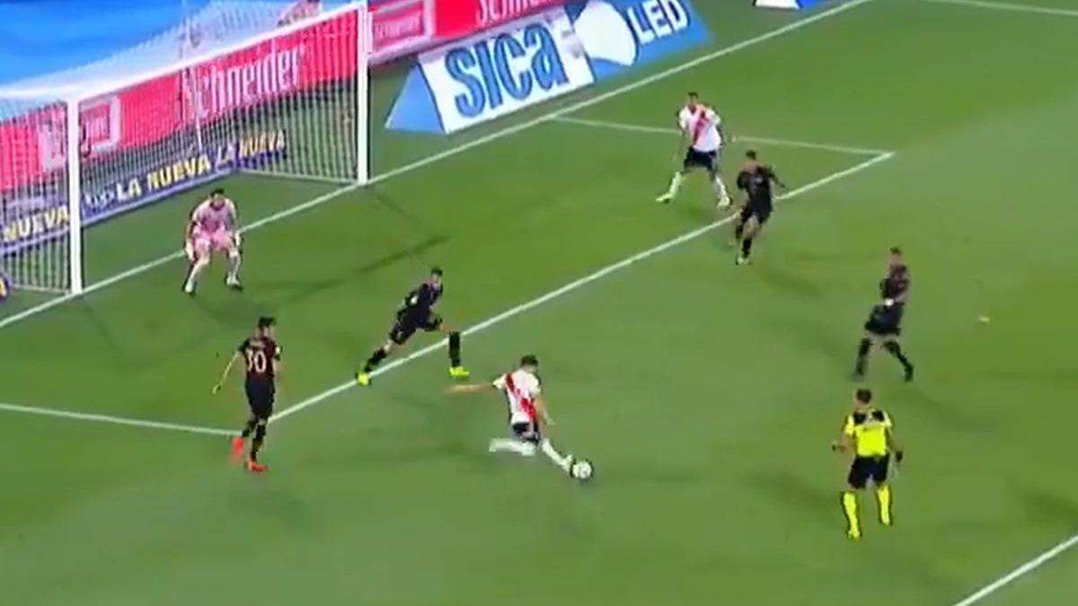 El gol de Julián Álvarez en River ante Racing.