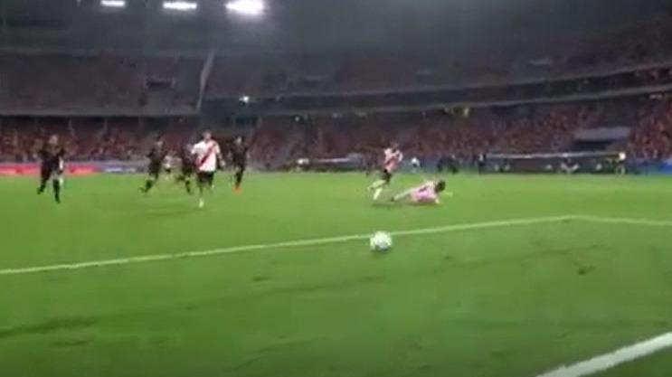 Así fue el gol de De La Cruz en el River contra Racing.