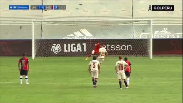 Enzo Gutiérrez cobró su penal a lo 'panenka' y el balón dio en el palo