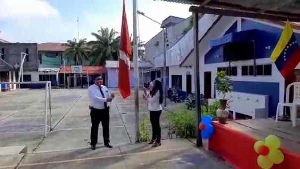 Con el izamiento de Bandera Nacional se dio inicio al año escolar 2021.