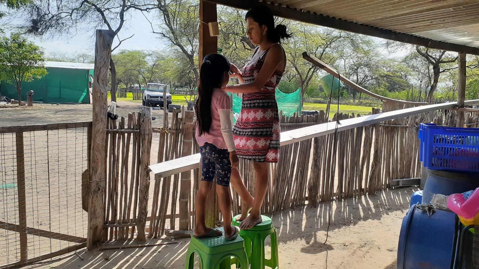 En Piura se empezó el año escolar en medio de lluvias e inundaciones.