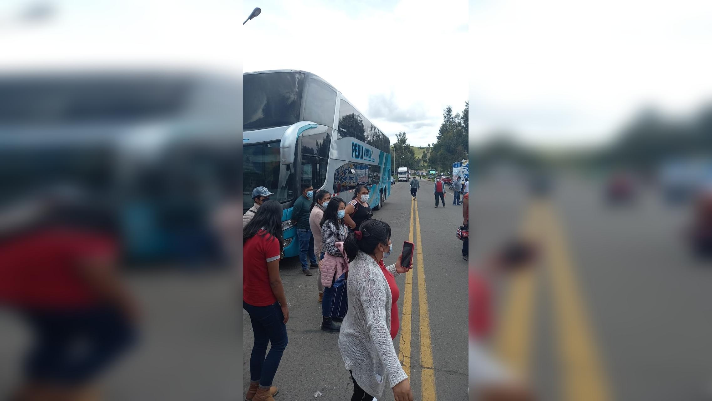 Los carros informales vienen aprovechando la coyuntura y sorprendiendo a los pasajeros cobrando más de 120 soles para el viaje de Ayacucho a Lima.