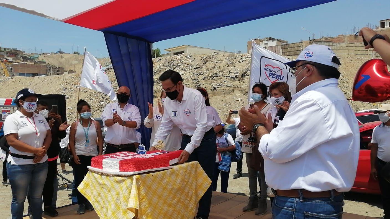 Martín Vizcarra celebró su cumpleaños en una actividad proselitista en Pachacámac.