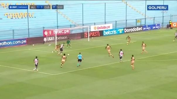 Sebastián Gonzales Zela falló clara ocasión para anotar ante Cusco FC