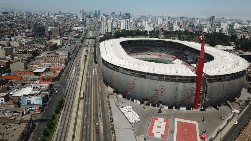 Ya se han instalado toldos en la explanada del Estadio Nacional, donde se ubicarán las mesas de sufragio.