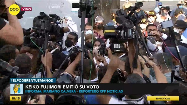 Keiko Fujimori emitió su voto.