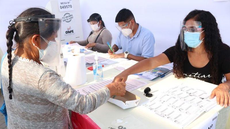 Cledy Gutiérrez destacó la participación de voluntarios para resolver la ausencia de miembros de mesa.