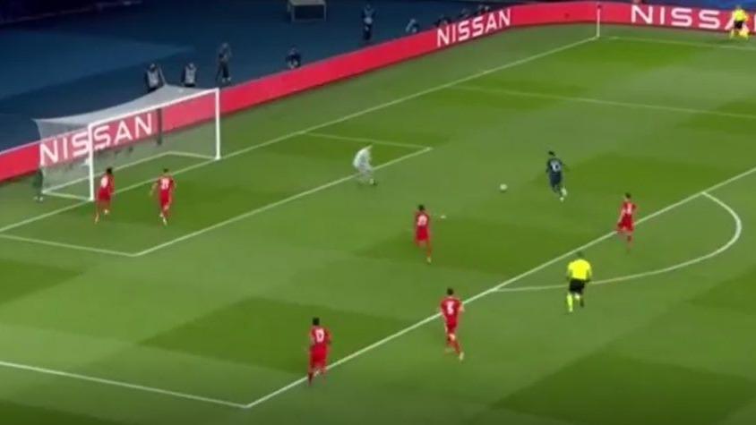 La jugada de Neymar que pudo ser gol ante Bayern Munich.