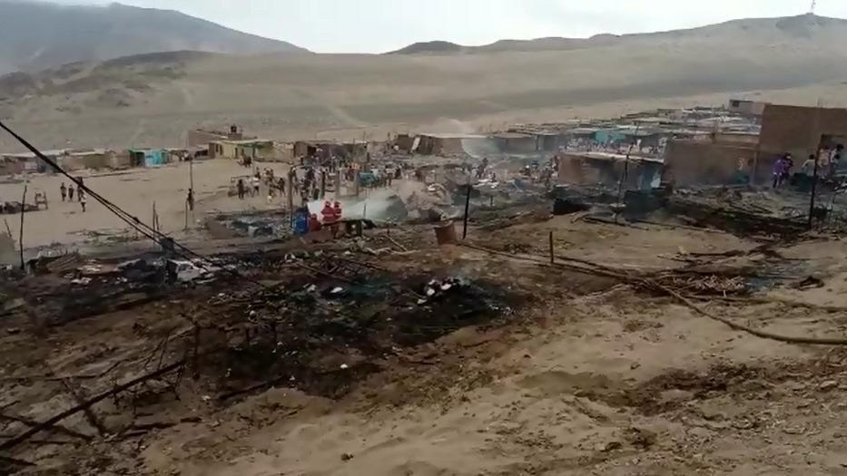 Incedio afectó las viviendas precarias en el asentamiento humano Lomas del Cono Norte en Chimbote.