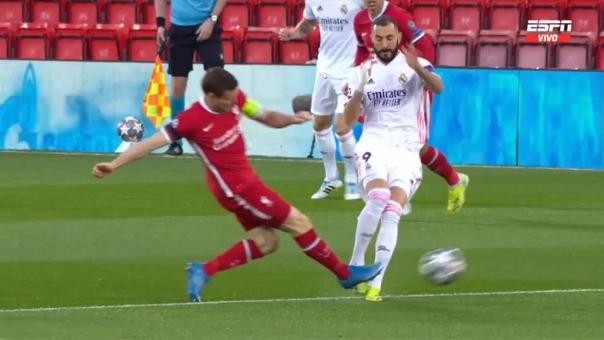 Falta contra Karim Benzema