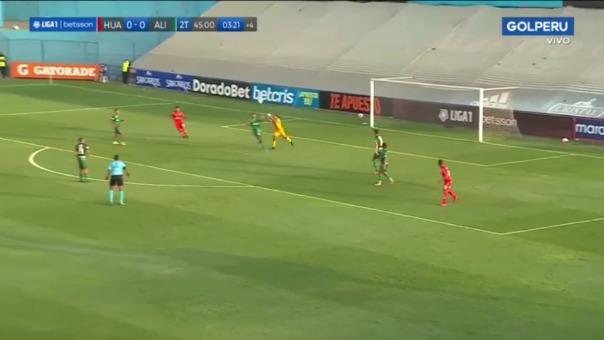 Rivadeneyra y Portales chocaron en partido ante Sport Huancayo