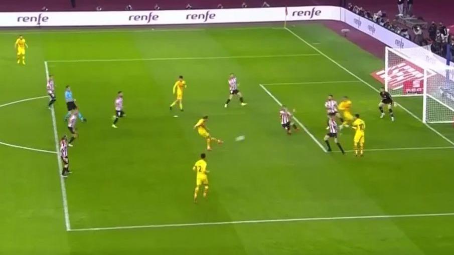 Así fue el tiro al palo de De Jong con Barcelona contra el Athletic Club.