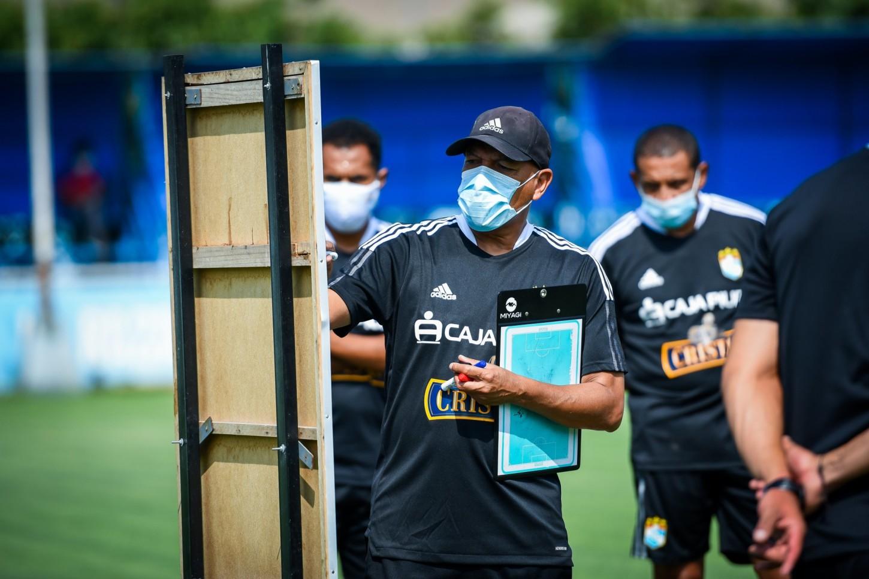 Roberto Mosquera y Sporting Cristal debutan en la fase de grupos de la Copa Libertadores ante Sao Paulo.
