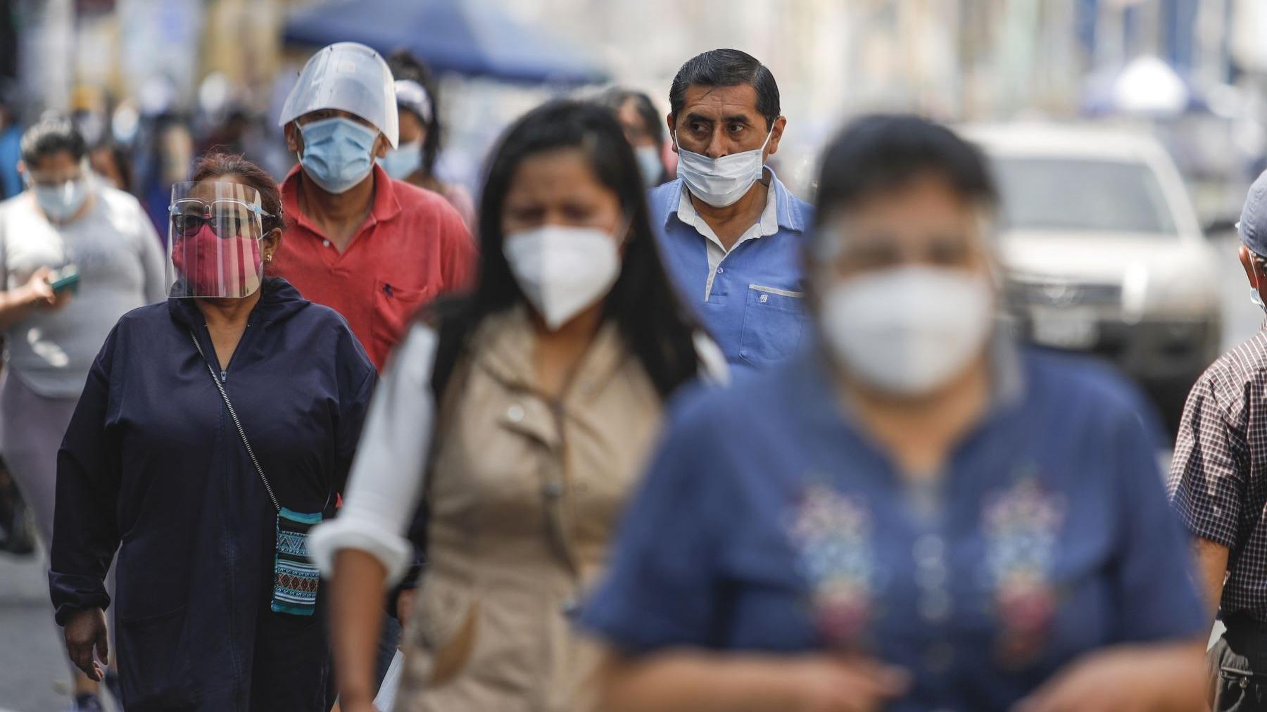 Defensoría del Pueblo insiste que el Gobierno distribuya mascarillas de calidad en zonas de alto riesgo de contagio