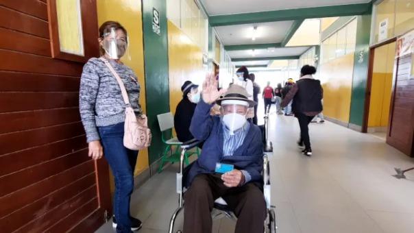El próximo 5 de junio, días antes de que reciba su segunda dosis, don Víctor Sosa cumplirá 114 años de edad.