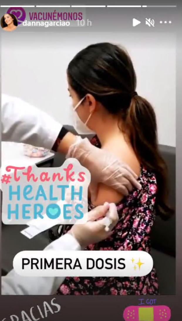 Danna García compartió con sus seguidores que recibió la primera dosis de la vacuna contra la COVID-19.