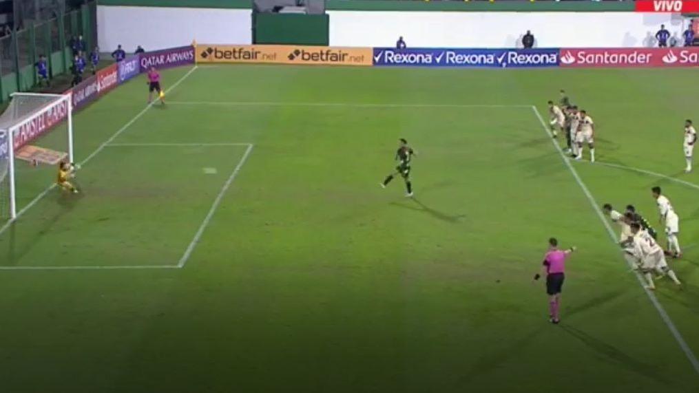 El penal y gol de Walter Bou a poco del final contra Universitario.