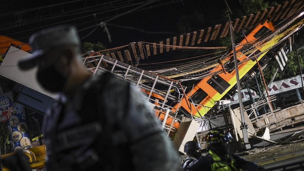 Al menos 23 personas murieron y 70 resultaron heridas la noche del lunes al caer un tren del metro de Ciudad de México.