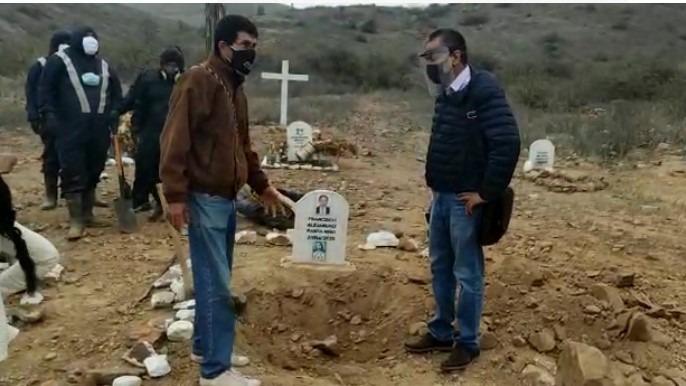 Un drama viven las familias de personas fallecidas por la COVID-19 en Ferreñafe, porque por más de un año llegaron a dejar flores a la tumba de sus seres queridos, pero en estos lugares nunca estuvieron sus restos.