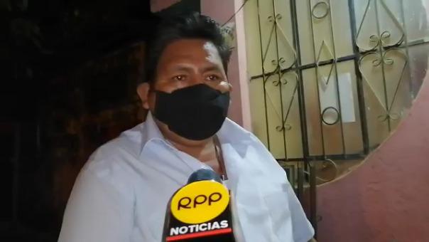 El docente Gregorio Santiago Mayta alista las 100 polladas que distribuirá en Satipo.