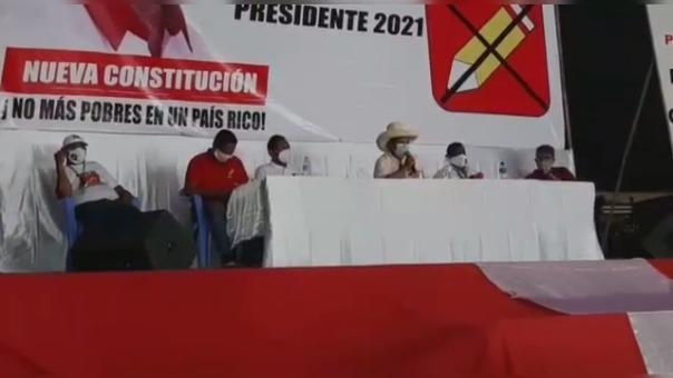 Pedro Castillo pidió a Keiko debatir en presencia de los padres de ambos, como símbolo de transparencia