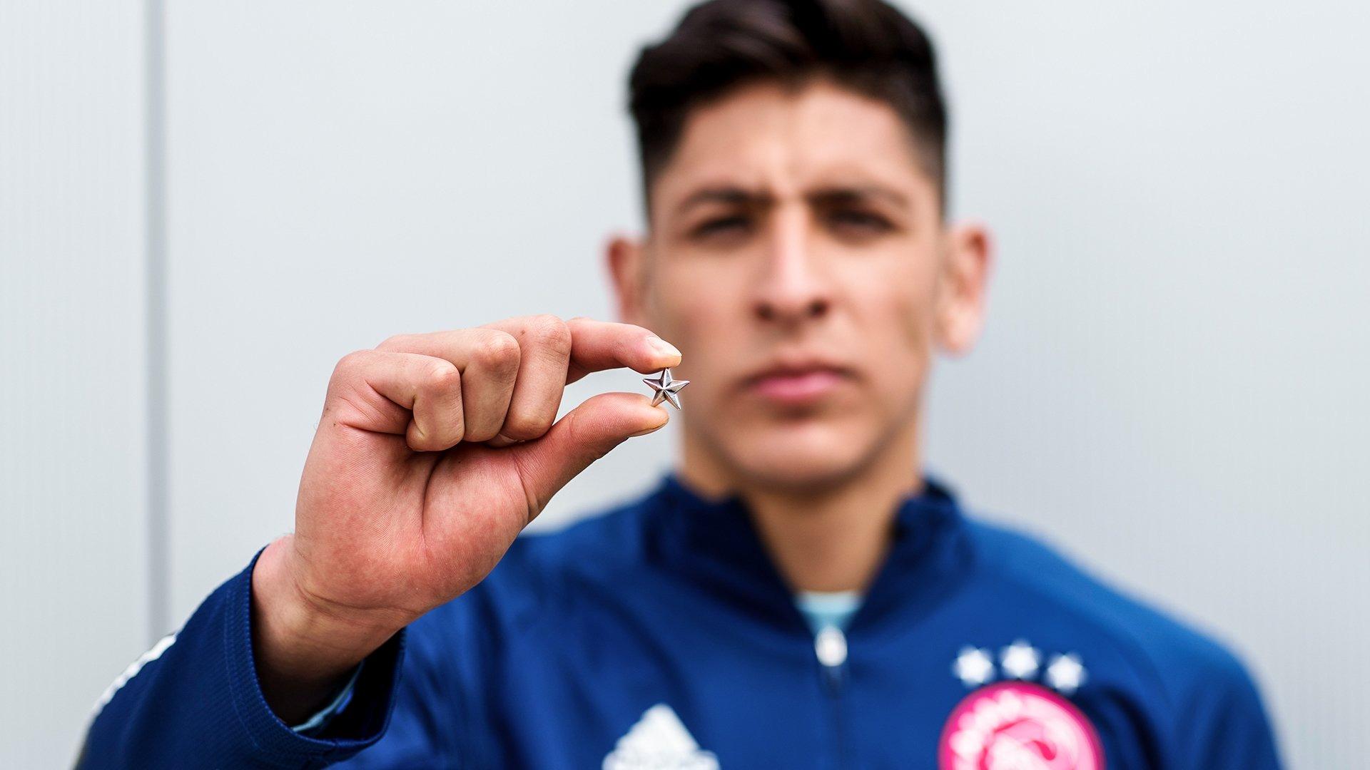 Estas estrellas serán entregadas a los abonados del Ajax.
