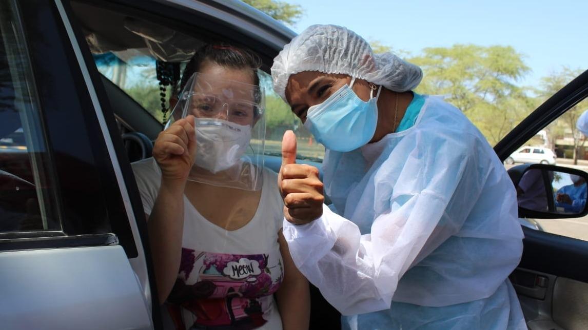 La familia Castro Talledo fue vacunada contra la COVID-19 en el