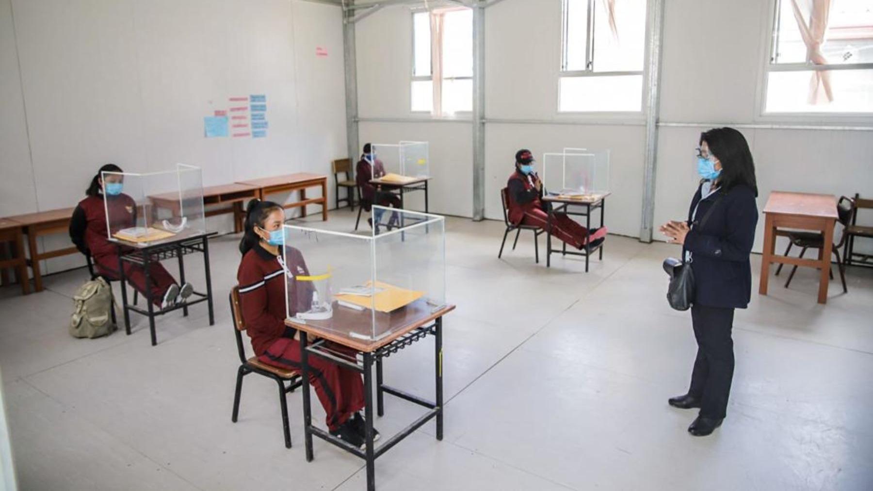 Ministro de Educación se refirió al posible retorno a las aulas.