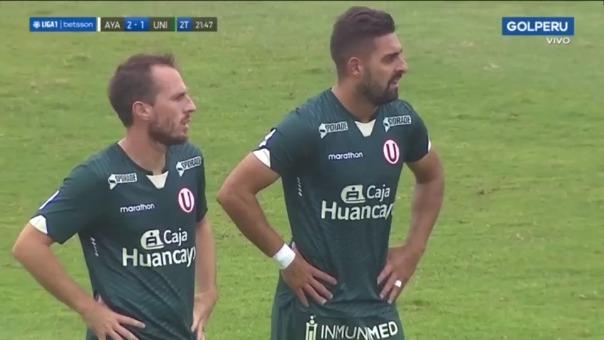 Luis Urruti casi anota golazo de tiro libre para Universitario ante Ayacucho