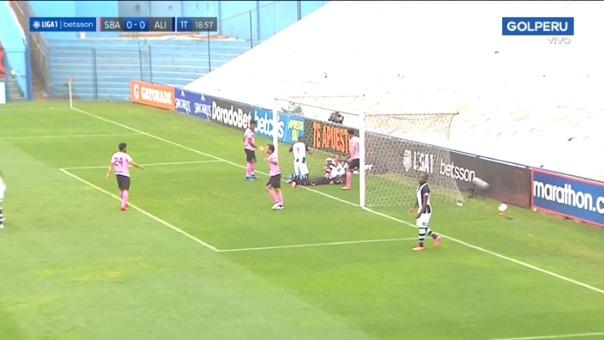 Casi gol de Hernán Barcos.